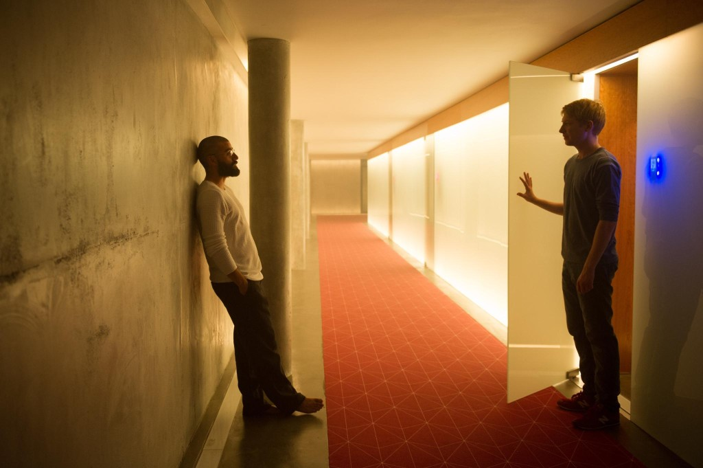 still-of-oscar-isaac-and-domhnall-gleeson-in-ex-machina-(2015)-large-picture