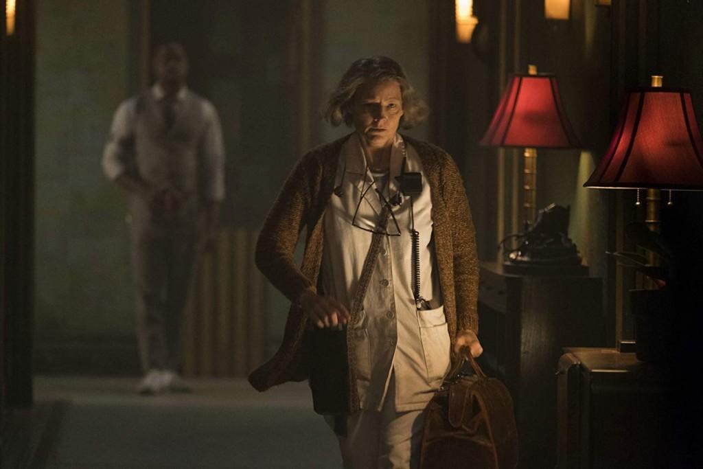 Hotel Artemis - The Nurse in action